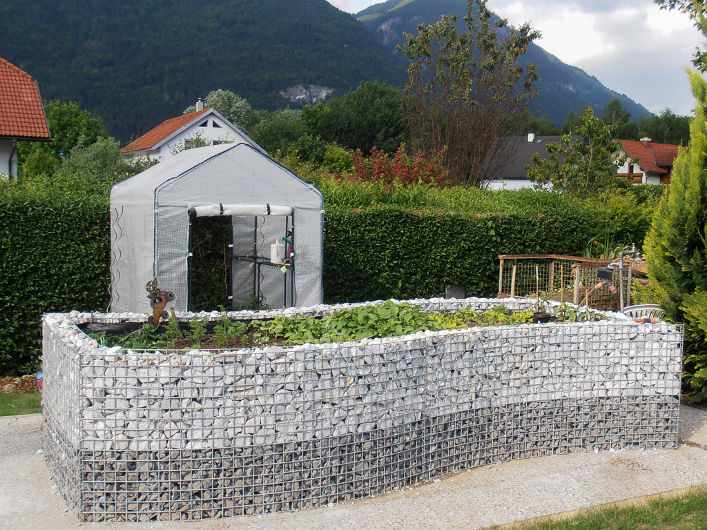 Hochbeet stein draht interessante ideen for Gartengestaltung l form